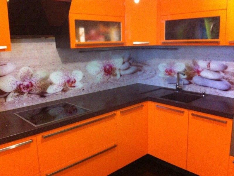 что скинали для бело оранжевой кухни цветы фото этим